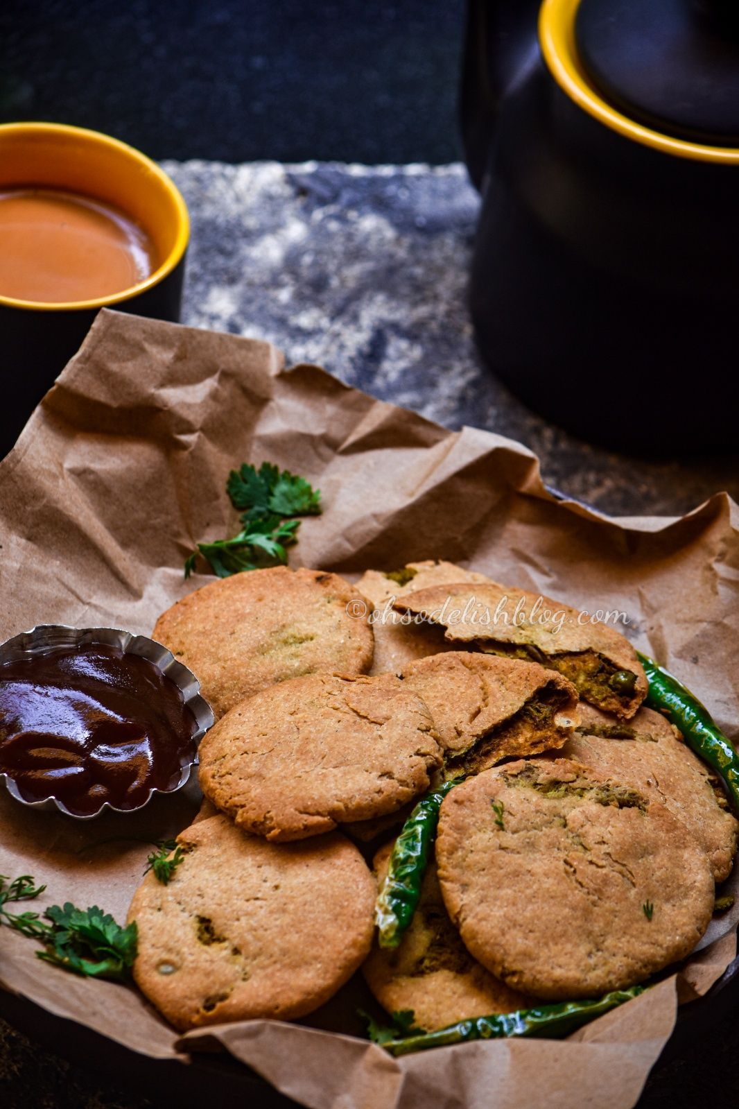 Baked wholewheat peas kachori