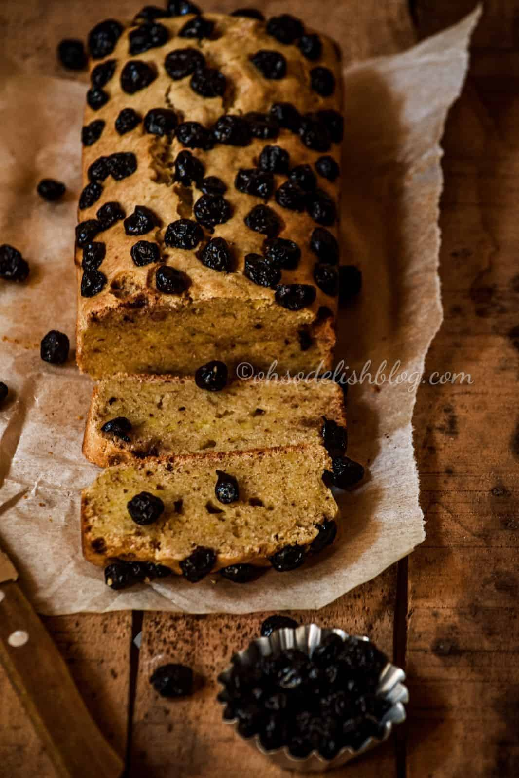 Wholewheat banana bread with blueberries
