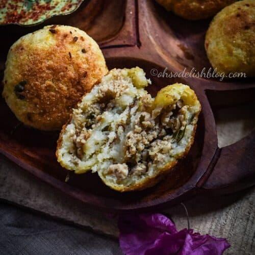 baked potato kachori stuffed with chicken and papaya